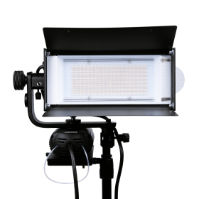 lowel tota led with V mount battery